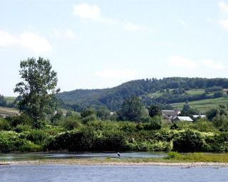 Widok Bartkówki z brzegu Sanu - fot. E. Bielec